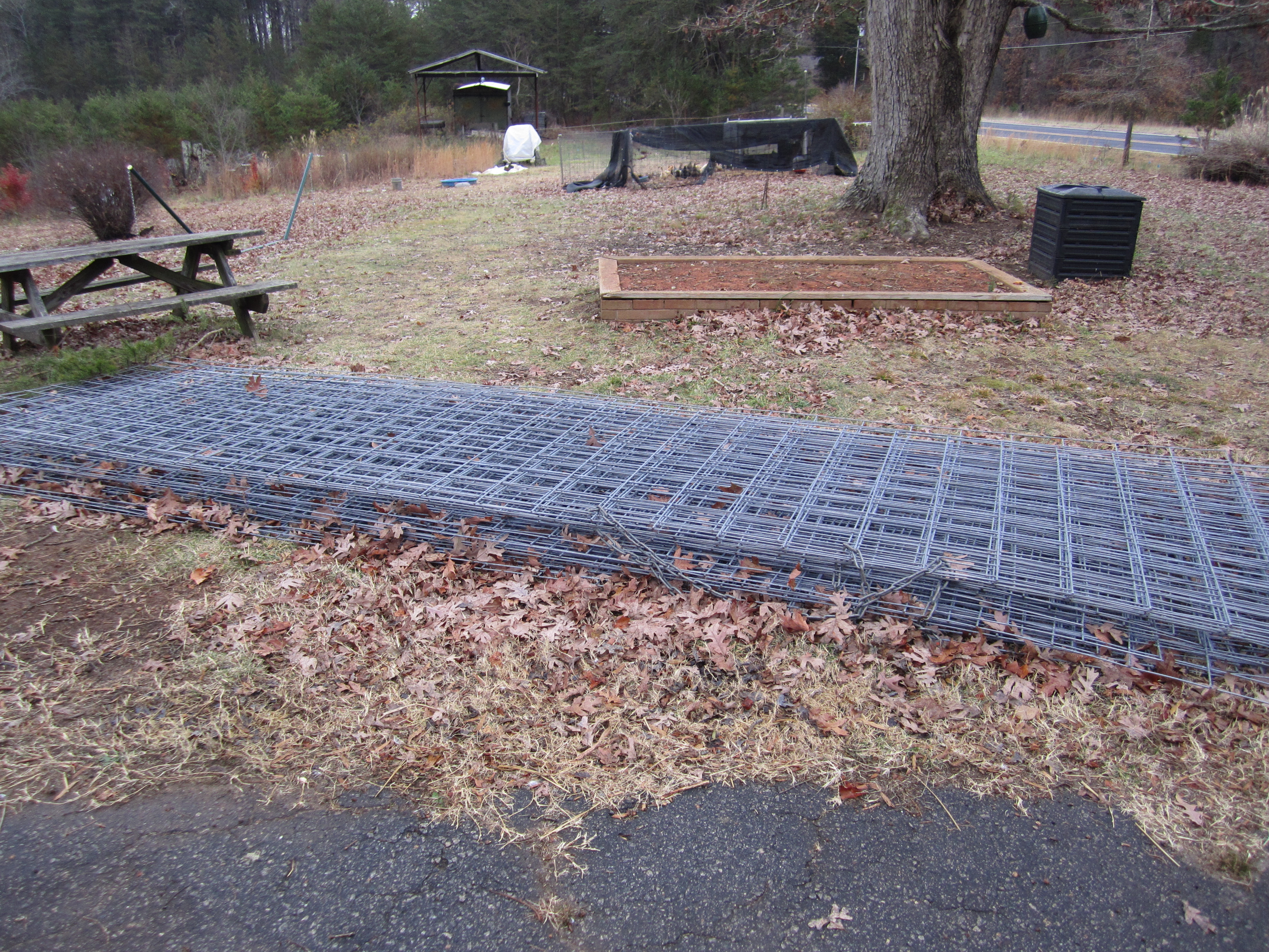 Cattle panels for bolts fence kw homestead cattle panel dog fence baanklon Choice Image